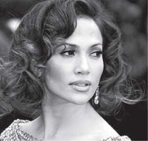 Jennifer Lopez uses wigs to get more pouf in her 'do. Photograph by : Hector Mata, AFP/Getty Images